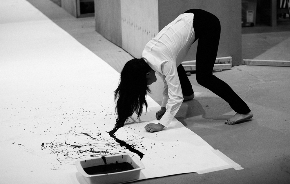 2.-I-am-a-Brush-by-Xie-Rong-live-performance-3.30-hours-2011-image_Jamie-Baker