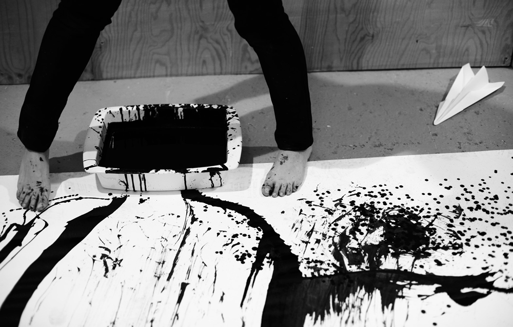 8.-I-am-a-Brush-by-Xie-Rong-live-performance-3.30-hours-2011-image_Jamie-Baker